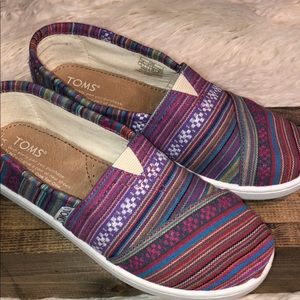 TOMS youth size 2